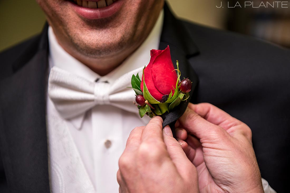 Groom getting ready | Fall wedding at Della Terra | Estes Park wedding photographers | J. La Plante Photo