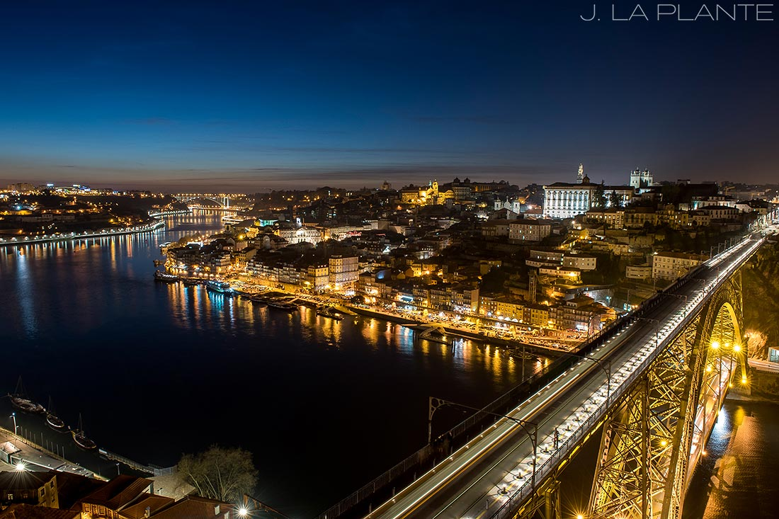 skyline photo of porto at night