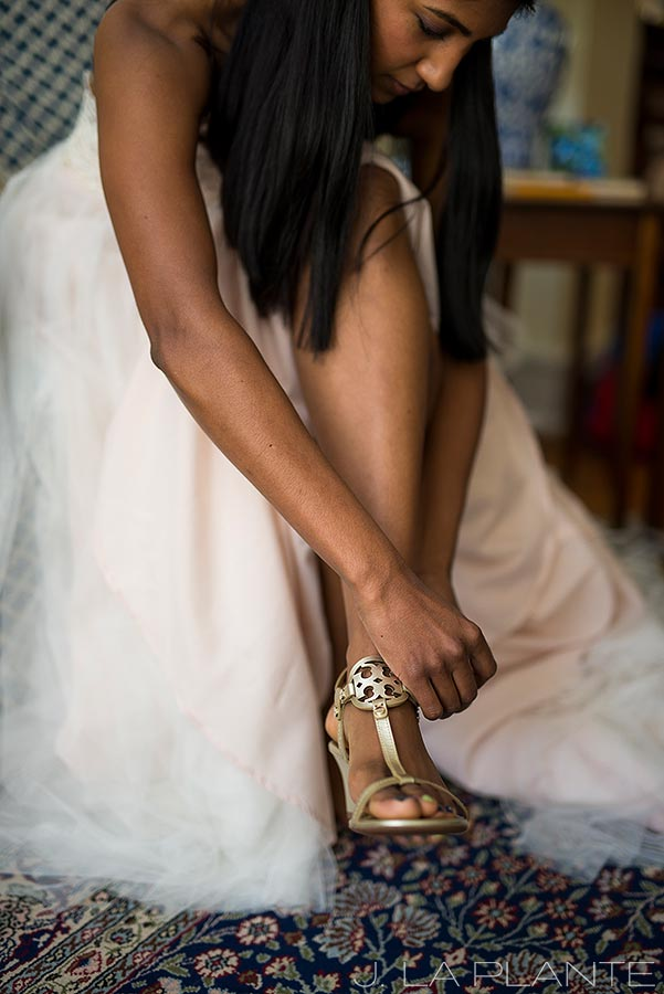 Washington Park Wedding | Bride putting shoes on | Denver wedding photographer | J La Plante Photo