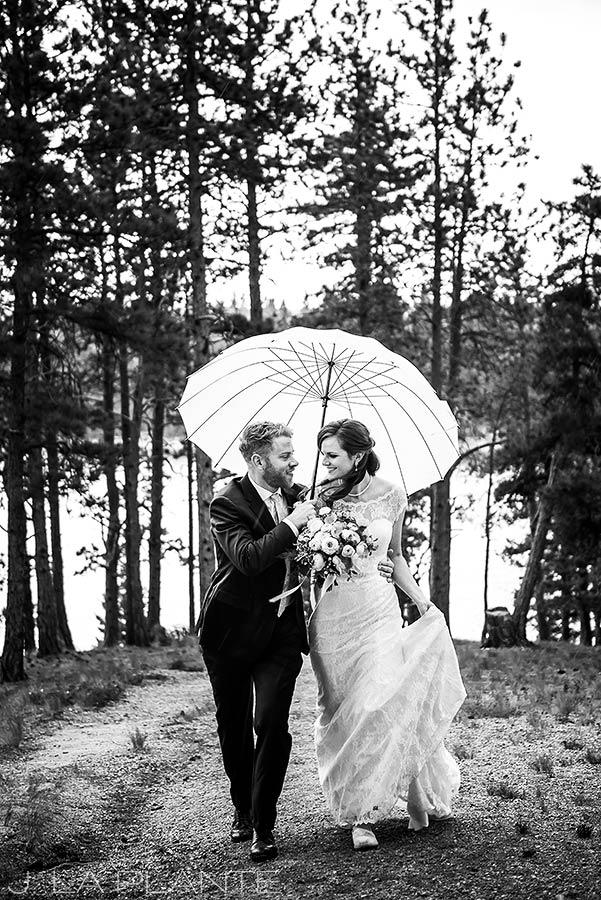 Edgewood Inn Wedding   Colorado Springs Wedding Photographer   Bride and groom under umbrella   J La Plante Photo