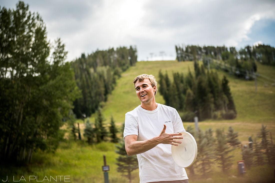 Beaver Creek Wedding deck ceremony | Groom hanging out before wedding | Beaver Creek wedding photographer | J La Plante Photo