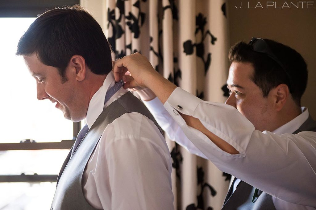 Seattle wedding | Groom getting ready | Seattle destination wedding photographer | J La Plante Photo