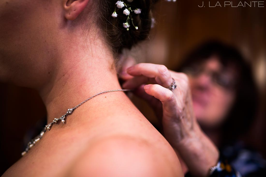 Crooked Willow Farms Wedding | Bride getting ready | Colorado Wedding Photographer | J La Plante Photo