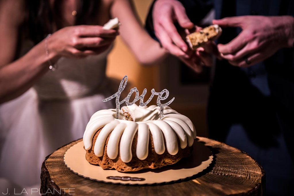cool photo of a wedding cake