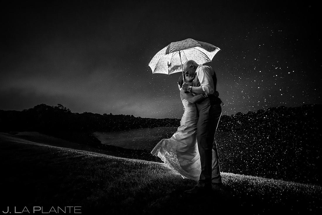 Bride and Groom Kissing in the Rain | Kalamazoo Country Club Wedding | Destination Wedding Photographer | J. La Plante Photo
