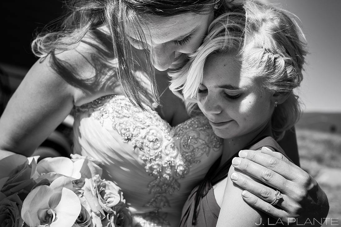 bride hugging her daughter