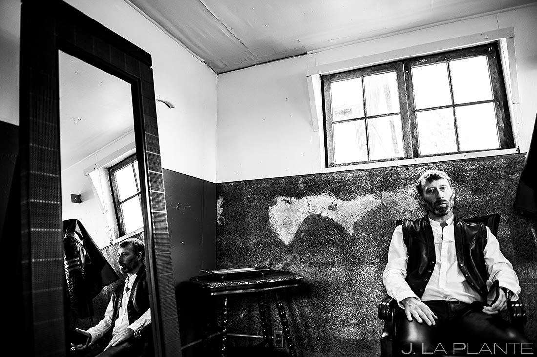 Groom Getting Ready | Barnstar Wedding | Bellingham Washington Wedding | Destination Wedding Photographer | J. La Plante Photo