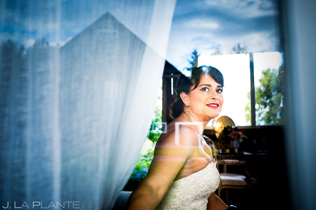 Bride Getting Ready | Barnstar Wedding | Pacific Northwest Wedding | Destination Wedding Photographer | J. La Plante Photo