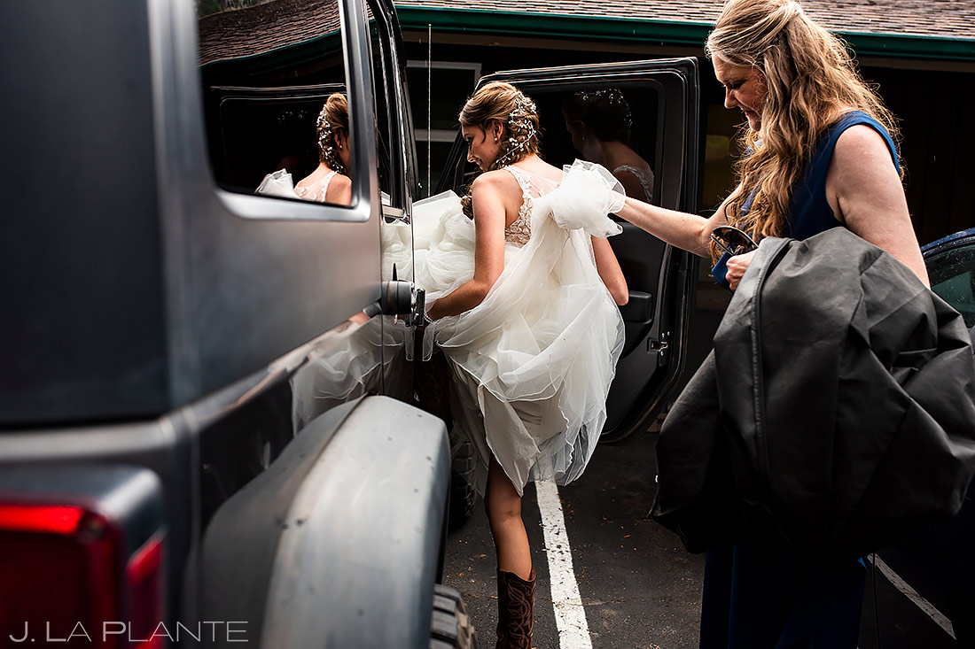 Bride Getting Into Jeep | Estes Park Wedding | Rocky Mountain National Park Wedding Photographer | J. La Plante Photo