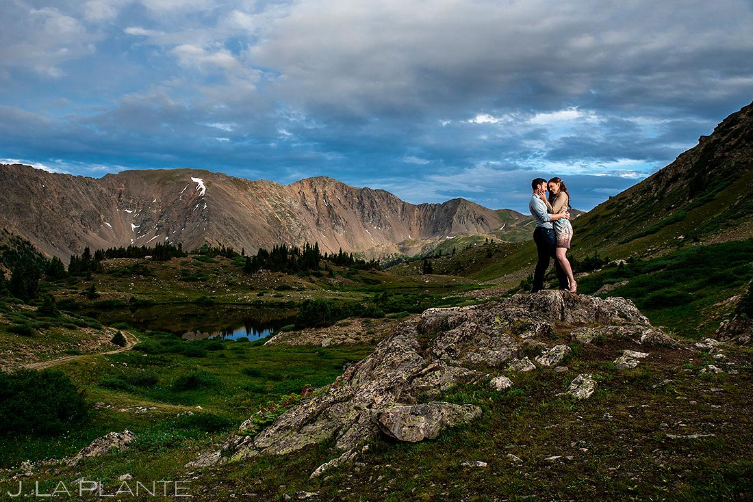 how to be comfortable in front of the camera   loveland pass engagement session
