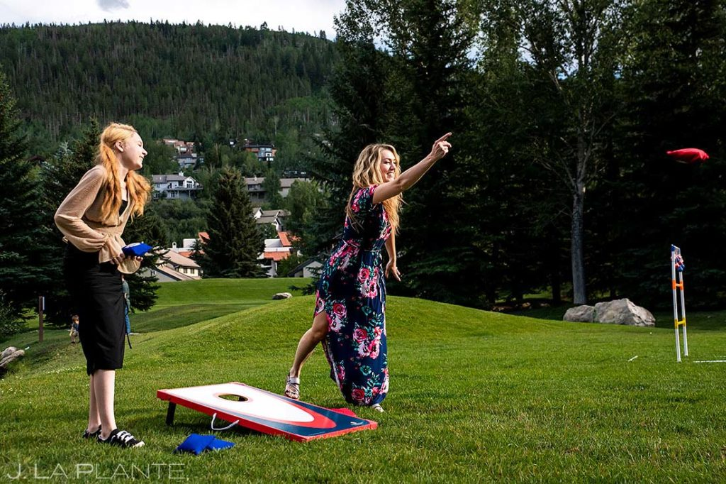 wedding guests playing lawn games during cocktail hour